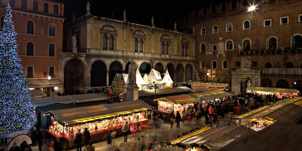 Kristkindlmarkt in Piazza dei Signori, Verona.